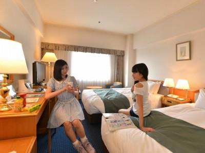 鳥取東部自動車学校の合宿プランは、快適・便利な全室ホテル完備!レギュラープラン(相部屋)でもビジネスホテルつきです。教習後はお友達と楽しい夜を!