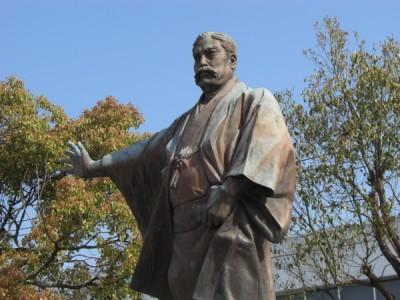 高知県安芸市は興味深い史跡があることで有名です!三菱財閥の創立者である岩崎弥太郎の史跡などを教習の合間に尋ねれば、合宿が終わる頃には博識になってるかもしれませんね♪
