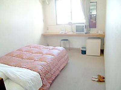 安芸自動車学校の宿舎はホテルが中心!相部屋が苦手な方も安心です!綺麗で広々とした部屋を独り占めできちゃいます。