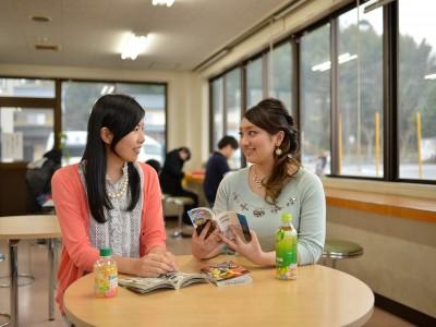 教習は懇切丁寧で、女性専用の待合室も完備!島根自動車学校の免許合宿では、女性一人でも安心して参加できる環境が整っています。