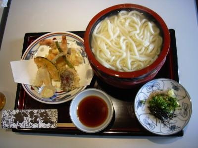 香川は讃岐うどんの本場として、現在では広く有名になりました♪宿舎内には、周辺でおすすめのうどん屋案内もあります!合宿の合間に訪れてはいかがでしょう?