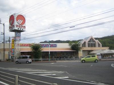 関西自動車学院のすぐそばには、スーパーや薬局、カラオケやボーリングなどもあります!