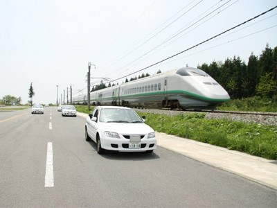 山形県内でも随一の広さのコース!コース横には新幹線も通っているので並走もできるかも!