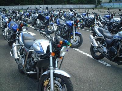 カーアカデミー那須高原は、二輪免許専用のコースがある珍しい教習所!なんと60台ものバイクが同時教習可能です♪