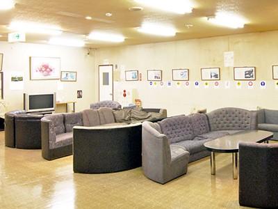 待合室は広くてキレイ。オシャレで座り心地のいいソファーもたくさんあります♪居心地がよすぎて思わず長居してしまいそう!