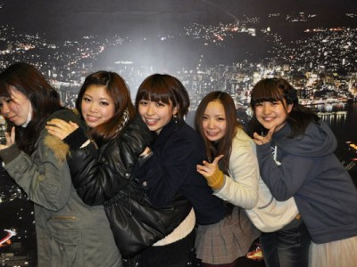 長崎市のランドマーク的存在の稲佐山から眺める夜景は、「1,000万ドルの夜景」と称されるほど美しく、一見の価値あり!