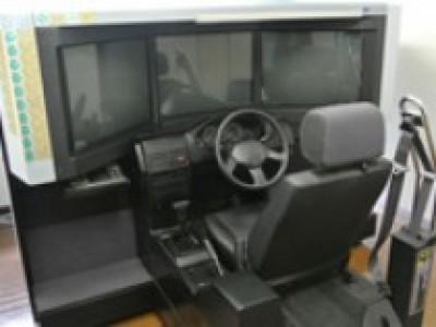 シミュレーターで運転の練習ができます