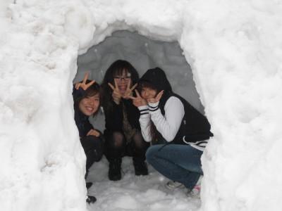 雪の日はかまくら作り♪