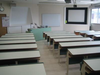 きれいな教室で学科の勉強!