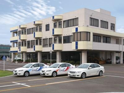 新潟中央自動車学校は、ロビーから教習コースを見渡せますそのため空き時間にはイメージトレーニングもできますよ。
