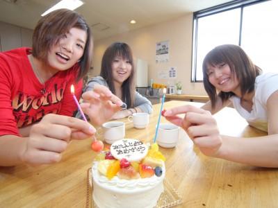 合宿期間中に誕生日を迎えたらケーキでお祝いしてもらえます。