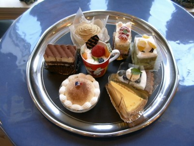 合宿所のすぐ近くにあるケーキ屋さんは、地元でも大人気♪疲れた教習の後に甘いもので癒されてください♪