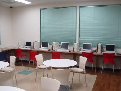 宿泊施設のインターネットルーム