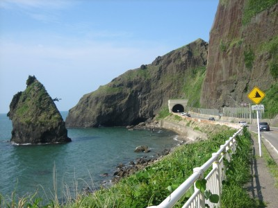 巻中央自動車学校の路上教習コースには、日本海を臨むこんなキレイな場所も!新潟の美しい自然の中でスキルアップしましょう♪