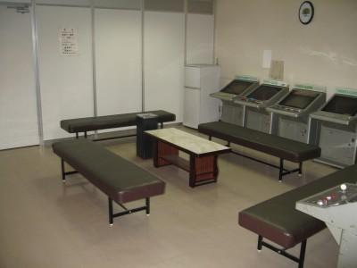 娯楽室には他にもゲーム機や卓球台、ミニビリヤード台が設置されています。どれでも好きな方法で時間を過ごしてください♪