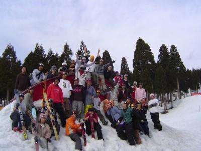 福井県最多・最大集客数を誇るスキー場が、学校からバスで20分の距離に。教習がない日はスキーやスノボにチャレンジ!