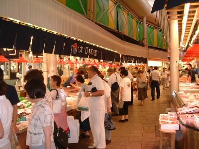 時間が空いたら市場に足を運んでみましょう!金沢の美味しいものがたくさん食べられるかも♪