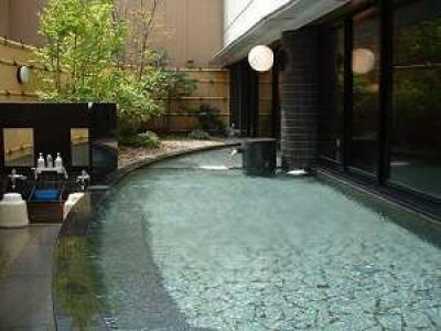 宿泊先のアパホテルは大浴場もあり、快適です!<br/>※写真は男湯露天風呂