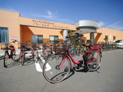 ドライビング・スクールかいなんでは、自転車を無料で貸し出し中!自然の中のサイクリングは教習の息抜きに持って来いですね♪♪電動アシスト付自転車も導入しより便利に★