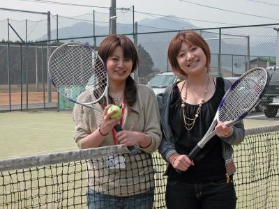 北播ドライビングスクールにはテニスコートやフットサルグラウンド、カラオケルームなど多数の施設があります。他の利用者との交流を深めるきっかけになりそうですね♪