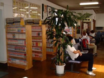 鶴岡自動車学園が誇る3000冊のコミックで、教習の空き時間も余裕でつぶせちゃいます!将棋やオセロを楽しめるスペースやミニシアターもあり♪